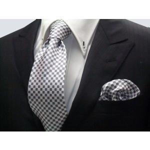 ホワイト(白)×シルバーグレーの市松模様ネクタイ&ポケットチーフセット(チーフ23cm) / 結婚式・披露宴・フォーマル・礼装/CS-IT018|allety