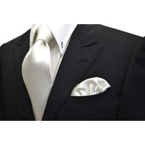 無地(縦ライン)/白(ホワイト)のソリッド(無地)ネクタイ&ポケットチーフセット(チーフ23cm) / 結婚式・披露宴・フォーマル・礼装/CS-SO001|allety