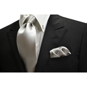 無地(シルクサテン)/シルバーの無地(ツルーンとした)ネクタイ&チーフセット(チーフ23cm) / 結婚式・披露宴・フォーマル・礼装/CS-AP001|allety