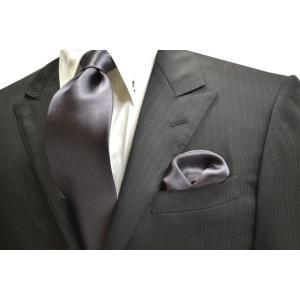 無地(シルクサテン)/濃いグレーのネクタイ&ポケットチーフセット(チーフ23cm) / CS-AP005|allety