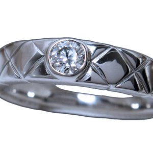 プラチナ(Pt900) 高品質ダイヤモンド(0.141ct E/VS1/Ex(H&C))キルティングリング/中央宝石研究所ダイヤ鑑定書付き|alliegold