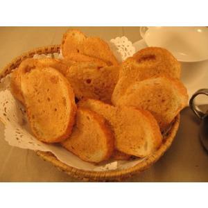 ラスクのために焼き上げたアロフト自慢のフランスパンを使っています。低温でじっくり焼き上げた、カリカリ...