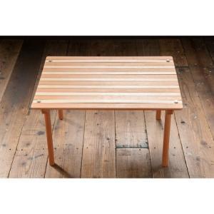 ◇耐久性と風合いに優れたユーカリ材とポプラ材を使用したロールトップテーブル。コンパクトに収納可能■素...