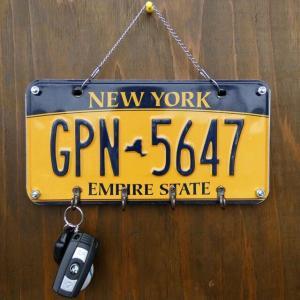 ビンテージライセンスプレート 4連キーフック ニューヨーク 壁掛け ナンバープレート アメリカ インテリア雑貨|amegare
