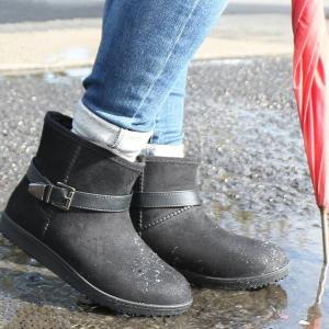 足先までぽかぽか防水ブーツ  防水ブーツなのに履くとシンプルでスッキリ!  足全体を覆うファーで寒い...