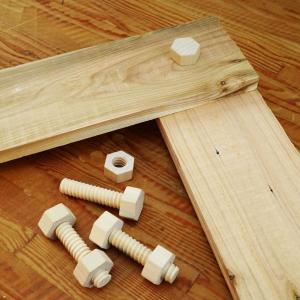 木製のネジ ウッドスクリュー 心地よい感触 子供のギフトにも 4個セットポーチ入り 木製ボルト ammax