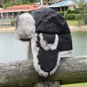 被るなら本物 本当の暖かさ 本天然ウサギ毛皮使用 ロシア帽 Green in a Bottle  ホットシェル フィールダー ブラック 釣り 散歩 オーロラ鑑賞|ammax
