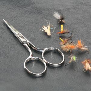 伝統的名裁縫バサミ。糸きりから細かい布のエンドまでシャープに仕上げる事ができます。手作りの鉄バサミで...