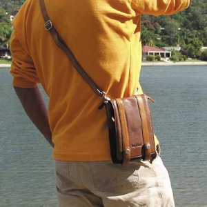 ショルダーポーチ  メンズ 革 レザー 鞄 名入れ ペニッシュミント フラップポーチ 939 |ammax