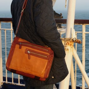 ショルダーバッグ  メンズ 革 レザー 鞄 名入れ ペニッシュミント ミグラトリー 763 |ammax