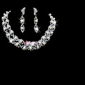 【即納】パーティー ・ウェディング 結婚式にぴったりアクセサリー、華やかに演出!☆ パールネックレス&イヤリングセット
