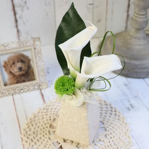 プリザーブドフラワー 仏花 お悔やみ 喪中見舞い 喪中はがきが届いたら カラー 花 クリアケース入り  犬 ペット 虹の橋  お悔やみの品 やすらぎの華|ampoule-shop