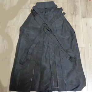スカート型の行灯袴 正絹 絹の素材ゆえに、締める時、心地よい衣擦れ音がします。  剣道や弓道 合気道...