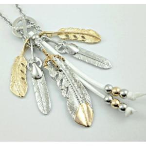 贅沢な5枚フェザーサークルネックレス 両サイドの2枚フェザーが、真ん中の鷹爪フェザーをインパクト強に...