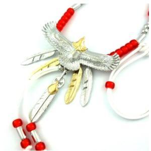 パイプとビーズを贅沢に使用した人気のゴールドヘッドイーグルネックレス!!!  5枚羽根をぶら下げた人...