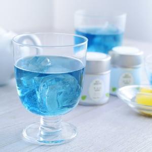 無農薬栽培されたハーブと厳選緑茶をブレンドした青い緑茶。その青さの理由は、蝶豆(バタフライピー)の青...