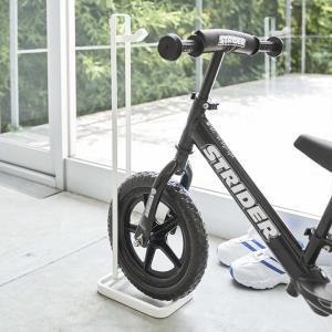キッズに大人気のストライダーなど、ペダルのない自転車(ランニングバイク)を立てる事ができるスタンドで...