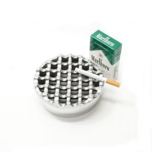 波型デザインの丸いアルミ製灰皿 [直径約12cm]ローカル品 アジアン 雑貨 バリ 雑貨 タイ 雑貨 アジアン インテリア|angkasa
