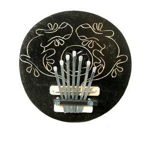 アジアの楽器 ココナッツ カリンバ 木彫り トカゲ模様 ブラック 直径15cm アジアン バリ タイ 雑貨 椰子の実 マリンバ 民族 演奏|angkasa