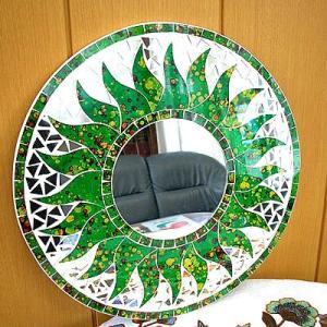 壁掛け バリモザイク ミラー 鏡 S D.30cm 丸型 緑 ドット 太陽 丸い鏡 アジアン雑貨 バリ雑貨 タイ おしゃれな アジアンインテリア angkasa
