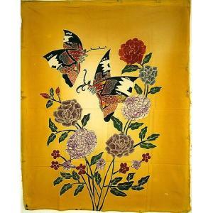 現代アートバティック 縦 M 花と2羽の蝶々 黄 アジアン雑貨 バリ雑貨 バティック布 エスニック|angkasa