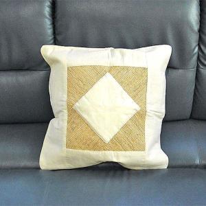 サンダルウッドのクッションカバー オフホワイト A 45角 [45x45cm] アジアン雑貨 バリ雑貨 タイ エスニック おしゃれなクッション|angkasa