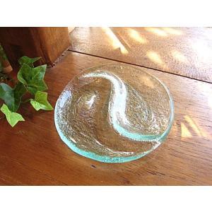 ガラスの丸皿 小皿 太極 10cm アジアン雑貨 バリ雑貨 エスニック おしゃれな ガラス皿|angkasa