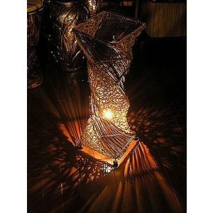 ラタン アタ ツイスト ランプ ナチュラル ベージュ H.60cm アジアン バリ タイ インテリア 籐 照明 お洒落 エスニック フロアー ダウン ライト|angkasa