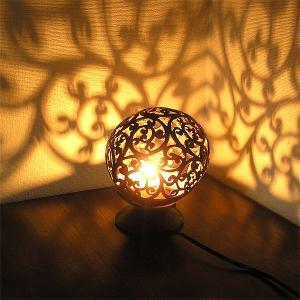 ココナッツのアートランプ 丸型 唐草模様 [直径約15cm] テーブ フロアーライト フットライト おしゃれな きれいな アジアンランプ 照明 エスニック|angkasa