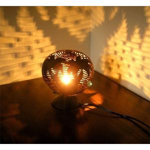 ココナッツのアートランプ 丸型 椰子の木模様 [直径約15cm] テーブ フロアーライト フットライト おしゃれな きれいな アジアンランプ 照明 エスニック|angkasa