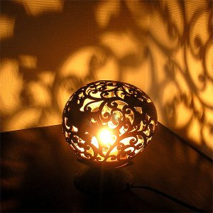 ココナッツのアートランプ 丸型 トッケイ・唐草模様 [直径約15cm] テーブ フロアーライト フットライト おしゃれな きれいな アジアンランプ 照明 エスニック|angkasa