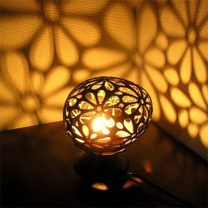 ココナッツのアートランプ 丸型 フランジパニ・花模様 [直径約15cm] テーブ フロアーライト フットライト おしゃれな きれいな アジアンランプ 照明 エスニック|angkasa