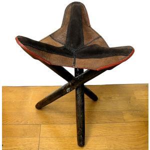 アジアン雑貨 タイ雑貨 ハンドメイド レザーの三角イス ダークブラウン2色 折り畳み式 革 アンティーク調 スツール チェアー 椅子|angkasa