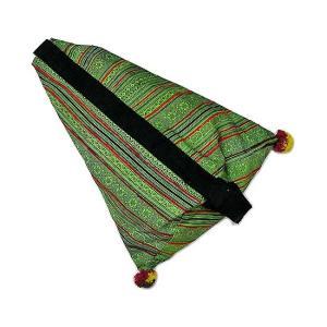 布製 モン族 手作りパッチワーク 三角ショルダーバッグ グリーン系 アジアン雑貨 バリ雑貨 タイ雑貨 エスニック|angkasa
