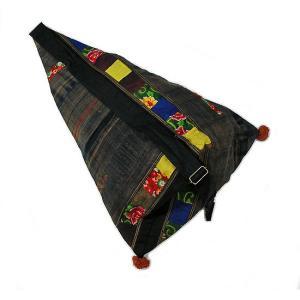 布製 モン族 手作りパッチワーク 三角ショルダーバッグ グレー系 アジアン雑貨 バリ雑貨 タイ雑貨 エスニック|angkasa