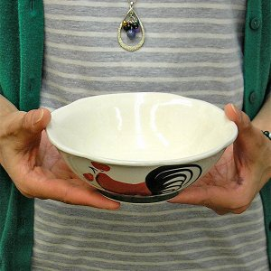 にわとり柄のどんぶり サラダボウル 縁波模様 [直径15cmx5.5cm] おしゃれな アジアン食器 装飾品 アジアン雑貨 バリ雑貨 ローカルな食器 装飾用|angkasa