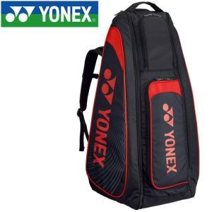 テニスラケットが最大6本収納可能な自立式スタンドバッグ。自立するので、立てたまま使用することができま...
