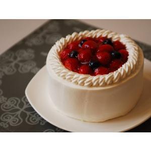 純白のクリームに愛らしい赤い苺。 おとぎ話のように美しいケーキ。 誕生日等子ども達の特別な日に、家族...