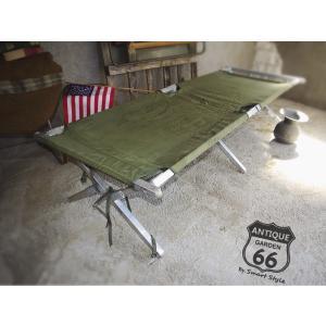 アメリカ買付、ヴィンテージ・USミリタリーコットです。  丈夫な四角のアルミフレームで折りたたみが可...
