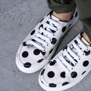 靴 スニーカー 水玉 ドット モード ドット柄スニーカー・1月23日20時〜再販。「G」##メール便不可|antiqua