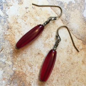 ご売約済 シンプルだけど気品のある赤のピアス antiquebeads3store