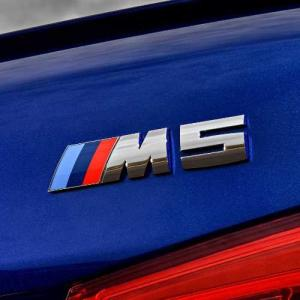 """【適合車種】 Mシリーズ M5:F90  F90(5シリーズ)の""""M5""""のトランクに使用しているエン..."""