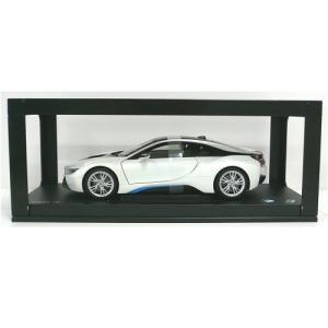 BMW ミニチュアカー i8 クリスタル ホワイト(ブルー アクセント)(サイズ:1/18)|apdirect