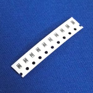 チップ抵抗 820Ω±5% 0805サイズ 10個パック|aquamix