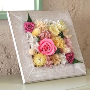 プリザーブドフラワーカントリーフレーム「ピンク&イエロー」カーネーションとバラの額入りフラワーアレンジメント|arancia-mm