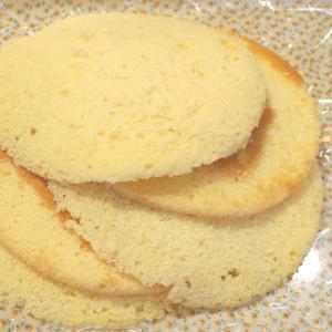 [冷凍便]【訳あり】スポンジケーキの切れ端 そのまま食べてもおいしいです。【バター使用(マーガリン不...