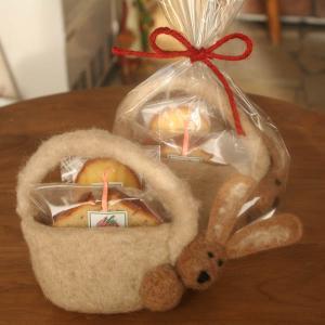 野ウサギのフェルトバッグ焼き菓子ギフト (RED)和歌山産フルーツを焼き込んだパウンドケーキとマドレーヌ【母の日・プレゼント・お祝い・お礼に】 arancia-mm