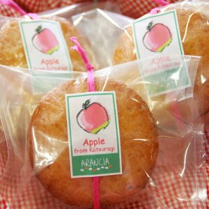 りんごのアーモンドカップケーキ(焼き菓子)〜かつらぎ町上垣内さんのリンゴのコンポート入り arancia-mm