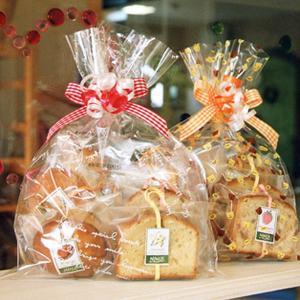 焼き菓子ギフトバッグ〜和歌山産フルーツを焼き込んだ焼き菓子7個(パウンドケーキ,マドレーヌ,カップケーキ)リボンラッピング|arancia-mm