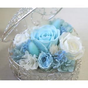 プリザーブドフラワーのバラのアレンジメント「ハート・ローズ・バスケット」|arancia-mm